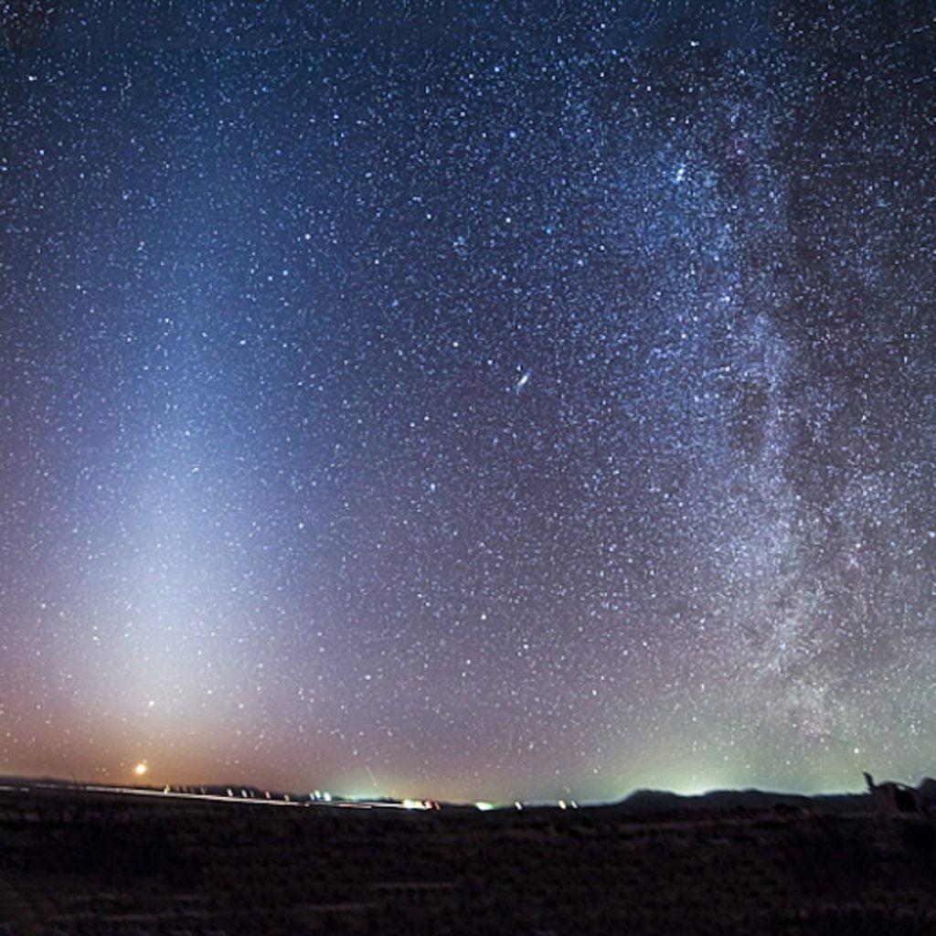 """فلكية جدة: """"الضوء البروجي"""" يسطع بسماء ليل السعودية"""