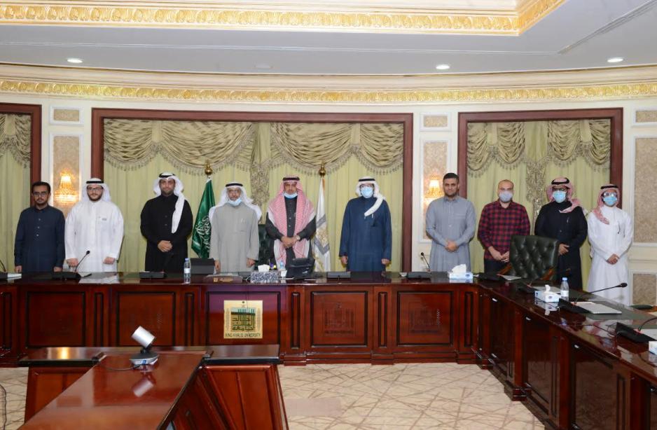 دشّن النظام الإلكتروني.. رئيس جامعة الملك خالد يطلق أعمال اللجنة الاستشارية لاختيار القيادات الأكاديمية