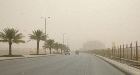 رياح نشطة وأتربة مثارة على منطقة الباحة