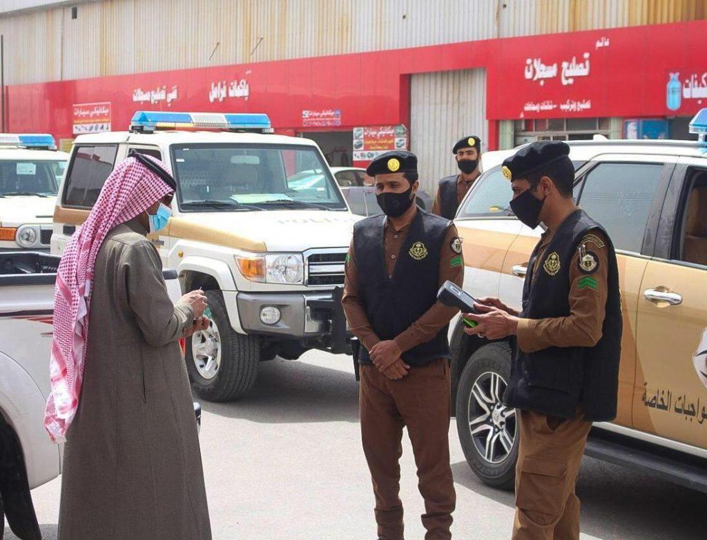 شرطة منطقة الجوف تتابع تطبيق الإجراءات الاحترازية