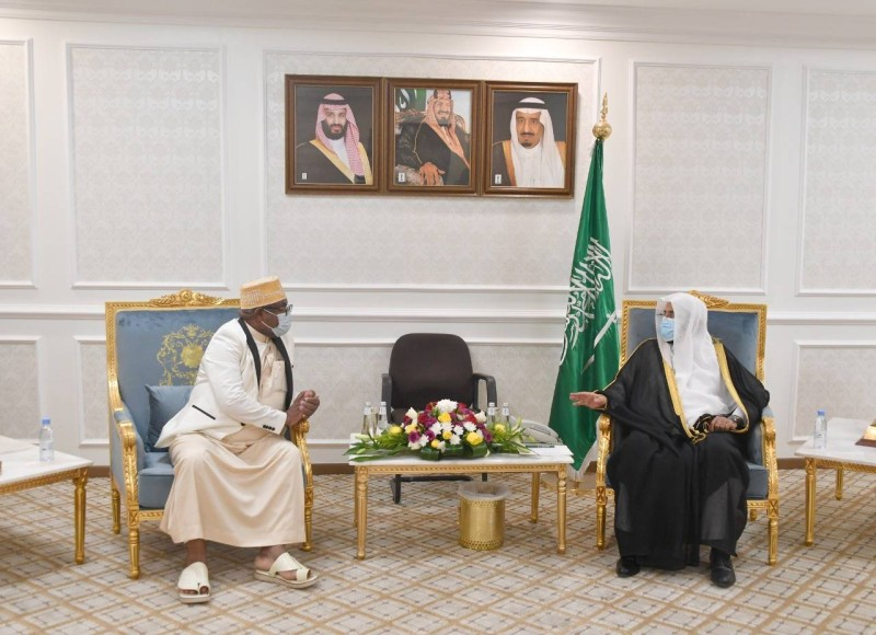 وزير الشؤون الإسلامية: من لا يلتزم بالتعليمات والأنظمة ليس محل ثقة ليؤم المسلمين