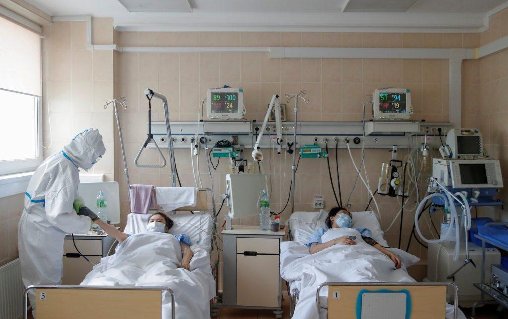 روسيا تسجل 11024 إصابة جديدة بكورونا و 462 وفاة