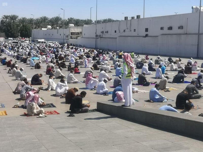 25 متطوعا ومتطوعة لتنظيم المصلين في مسجد قباء