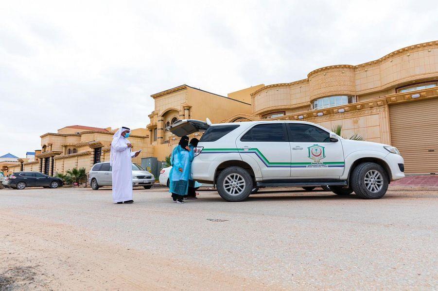 صحة حفر الباطن تخصص 8 فرق ميدانية لإعطاء المسجلين في الرعاية الصحية المنزلية لقاح (كورونا)