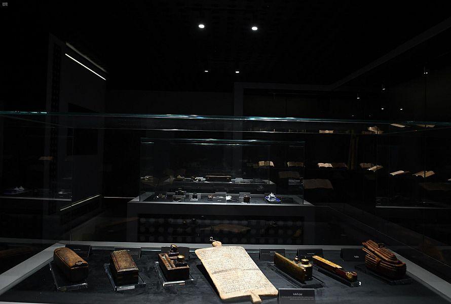 """""""نوادر مخطوطات المسجد النبوي"""" معرض يثري زائريه بطرق تدوين وحفظ المخطوطات قديماً"""