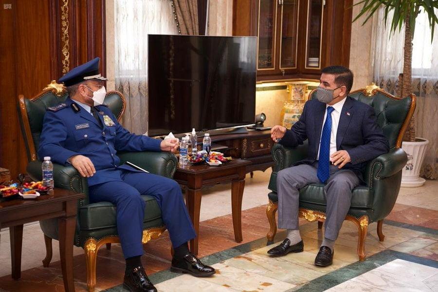رئيس هيئة الأركان العامة يزور جمهورية العراق ويلتقي بوزير الدفاع ورئيس هيئة الأركان العراقي