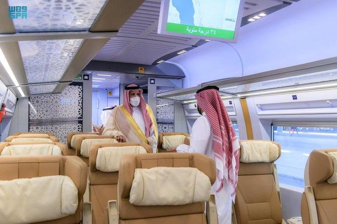 أمير المدينة المنورة يشهد استئناف رحلات قطار الحرمين .. ويؤكد أهمية الإلتزام بالإجراءات الإحترازية والوقائية