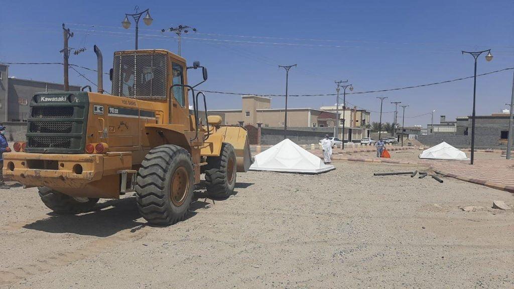 رئيس بلدية بيشة يوجه بإعادة تأهيل حديقة الحميمة ويتابع أعمال رفع المخلفات من الأحياء