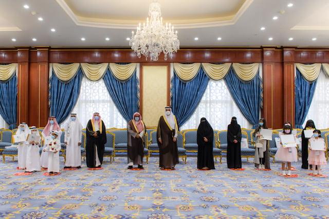سمو أمير المدينة المنورة يُكرِّم العشرة الأوائل الفائزين بمسابقة مدرستي الرقمية