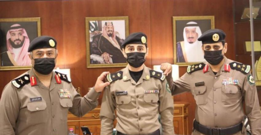 """مدير مرور الرياض يقلد """"بن حفيظ"""" رتبة مقدم"""