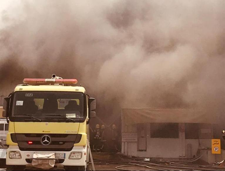 مدني الشرقية يخمد حريقًا اندلع في  ورش لصيانة المركبات