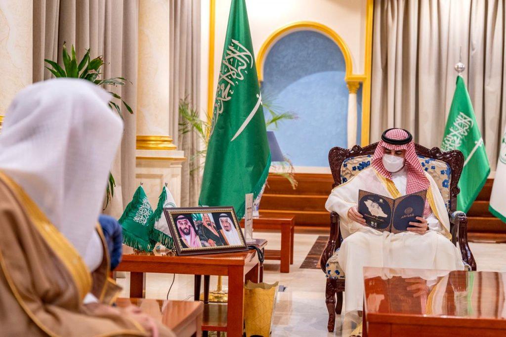 أمير الجوف يطلع على تقرير عن مشاركة المنطقة بجائزة الملك سلمان بن عبدالعزيز لحفظ القرآن الكريم