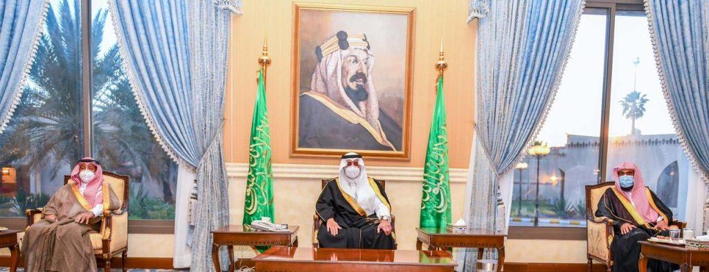 أمير تبوك يستقبل المهنئين بشهر رمضان المبارك