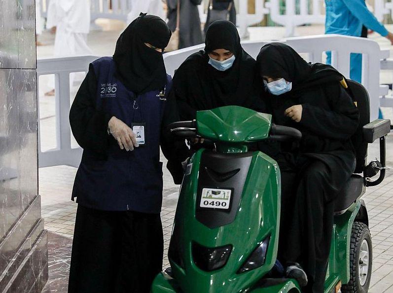 (1500) امرأة لخدمة قاصدات وزائرات المسجد الحرام