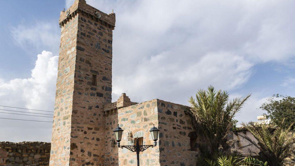 مسجد الظفير بالباحة.. 1400 عام ترويها جدرانه ومئذنته تعود لتصدح بنداء الرحمن