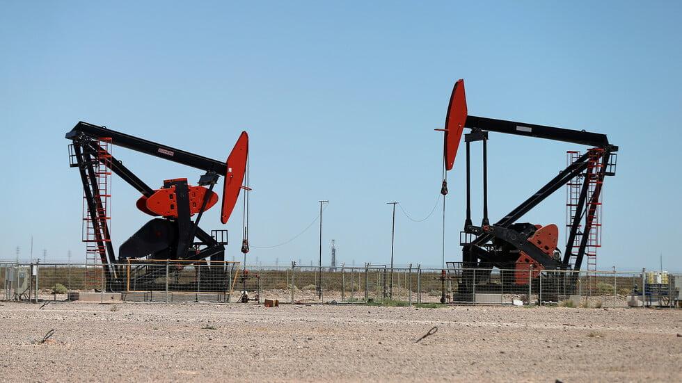 النفط يزيد من خسائره