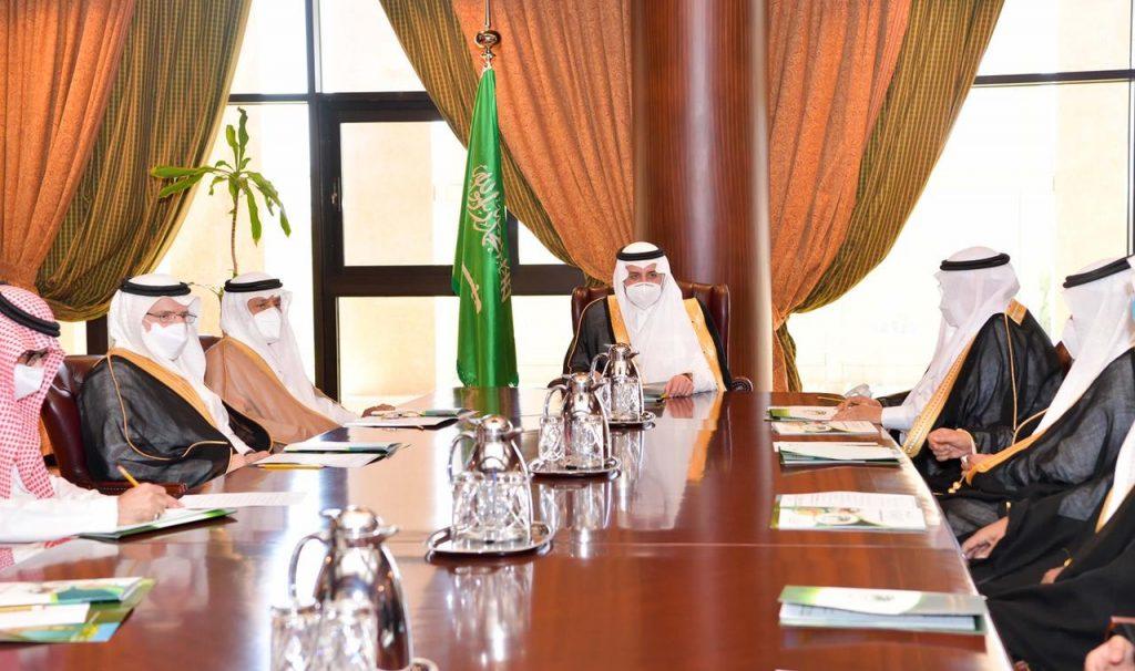 أمير تبوك يترأس اجتماع جمعية فهد بن سلطان الخيرية الاجتماعية