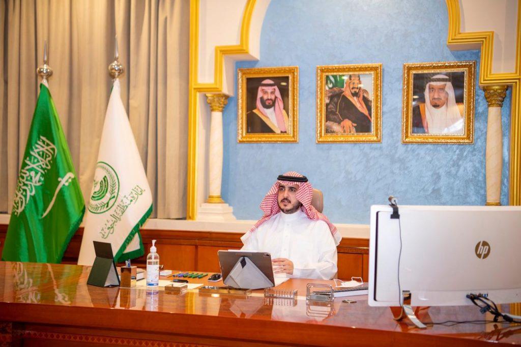 أمير الجوف يؤكد أهمية المبادرة بأخذ لقاح كورونا