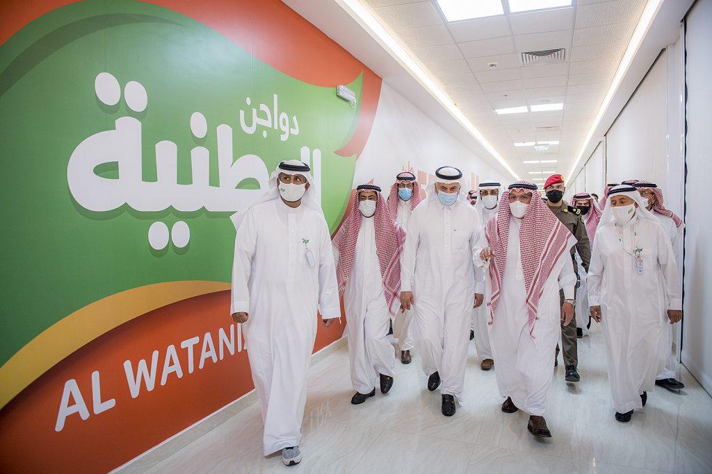 """أمير القصيم يدشن عدة مشاريع في """"دواجن الوطنية"""" بحضور وزير البيئة"""