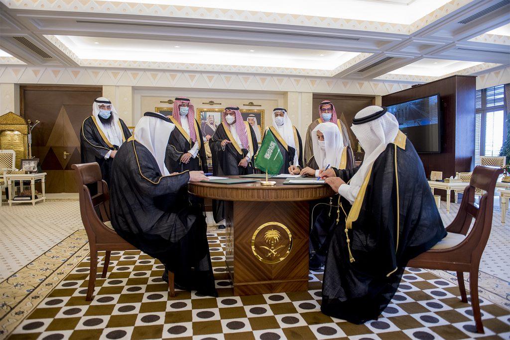 أمير القصيم يشهد توقيع مذكرة تفاهم لرفع نسبة المستثمرين بالقطاع الصناعي بالمنطقة