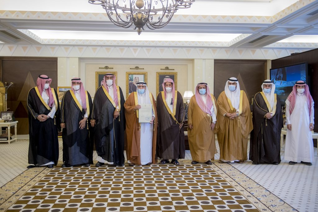 أمير القصيم يشيد بمبادرة العقيلي لدعم برنامج الإسكان التنموي