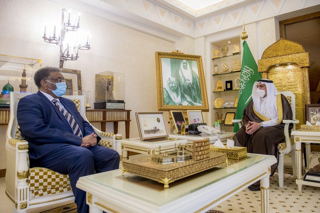 أمير القصيم يستقبل سفير السودان لدى المملكة