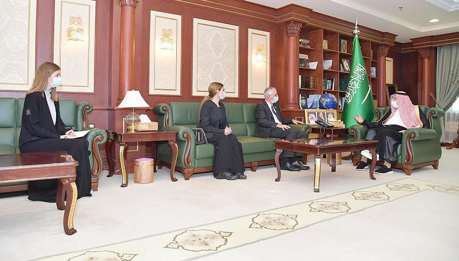 أمير منطقة جازان يستقبل سفير الدنمارك لدى المملكة