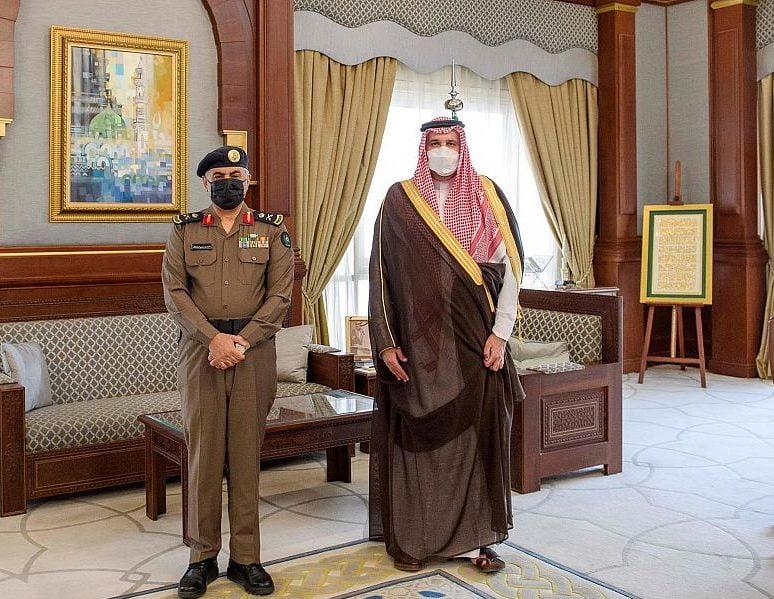 أمير المدينة المنورة يستقبل مدير الدفاع المدني بالمنطقة