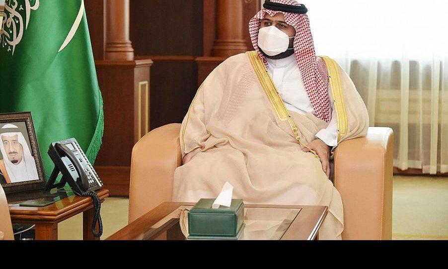 """نائب أمير منطقة جازان يتسلم التقرير الختامي لحملة """"الصلاة نور"""""""