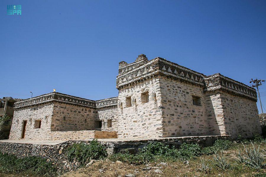 """مسجد """"جرير البجلي التاريخي"""" جنوب الطائف .. أُسّس قبل 1400 عام .. ويقع ضمن مشروع الأمير محمد بن سلمان لتطوير المساجد التاريخية بالمملكة"""