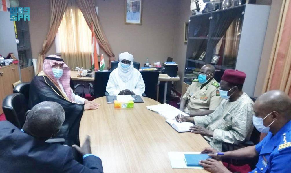سفير المملكة لدى النيجر يلتقي بوزير الدفاع الوطني النيجري
