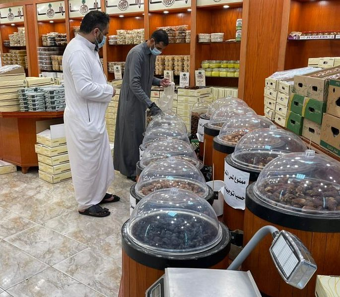 إقبال على التمور برفحاء مع إطلالة شهر رمضان المبارك