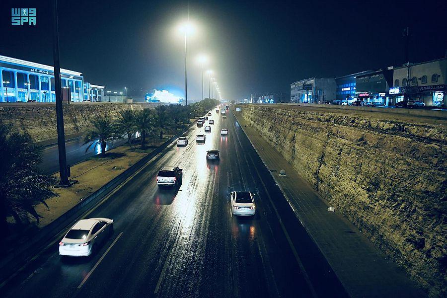 مدينة الرياض تتزين بالأمطار