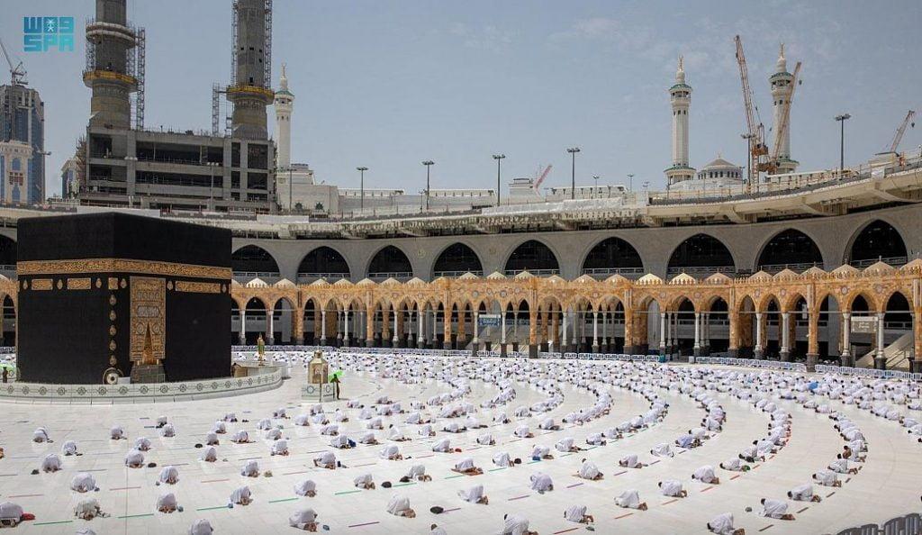 أداء أول صلاة جمعة بالمسجدين الحرام والنبوي في شهر رمضان المبارك
