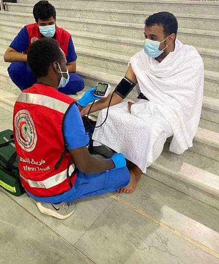 المتطوعون في مكة .. بين طلب الأجر وخدمة قاصدي المسجد الحرام في شهر رمضان