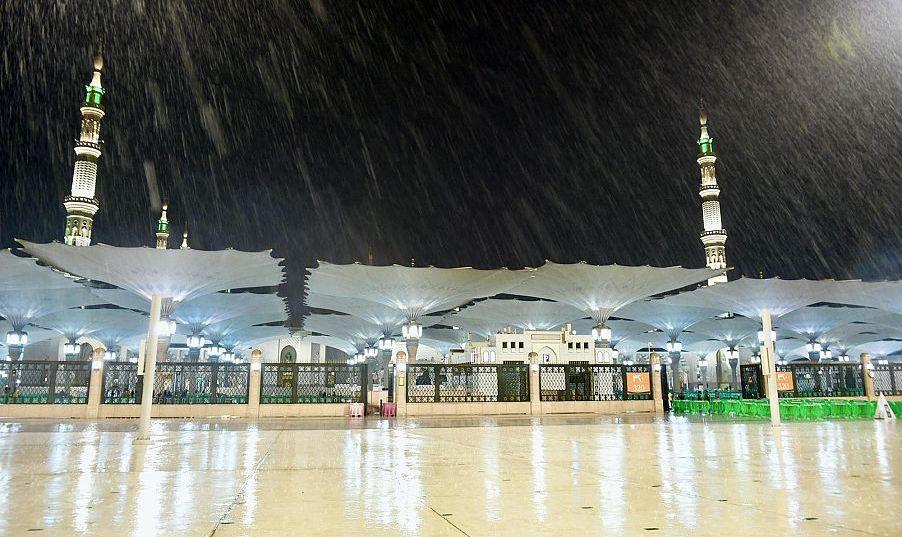 أمطار الخير تواصل هطولها على المدينة المنورة