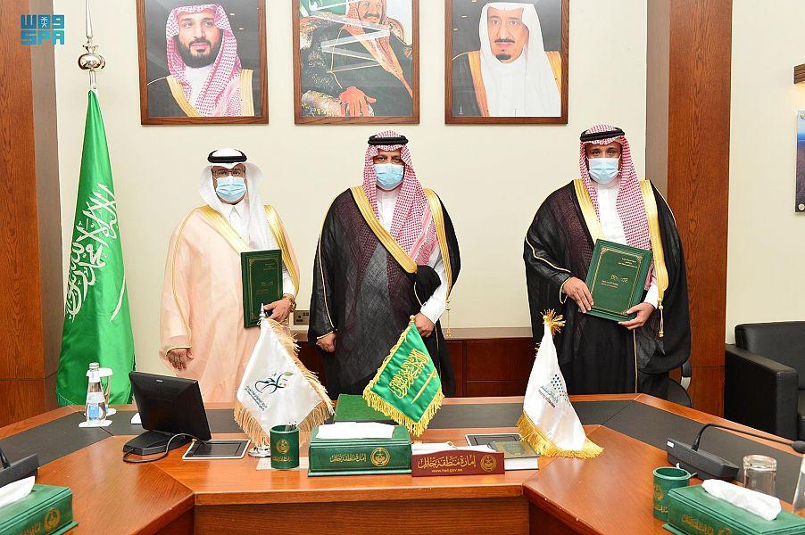 """أمير حائل يرعى حفل توقيع عقد الشراكة المجتمعية بين إدارة تعليم المنطقة و""""تراحم"""""""
