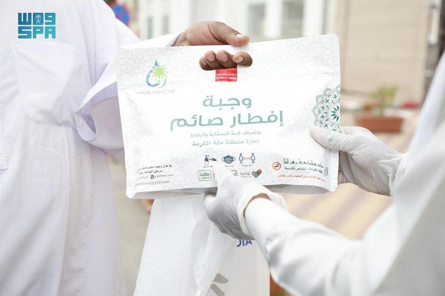 """""""سقيا الماء"""" بمنطقة مكة المكرمة وزعت أكثر من 13500 وجبة إفطار صائم حتى اليوم"""