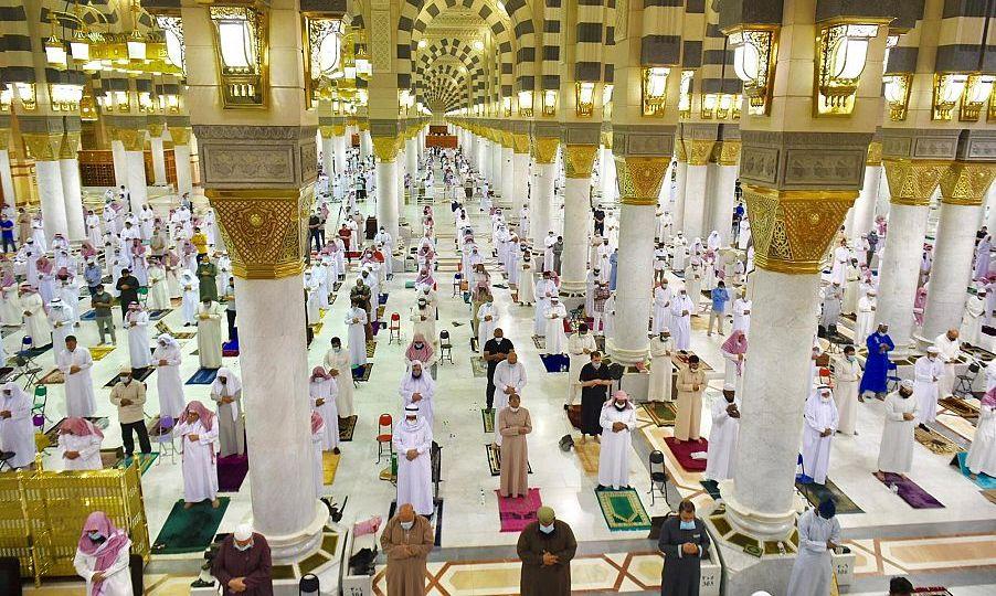 أجواء إيمانية يقضيها قاصدو المسجد النبوي في شهر رمضان المبارك