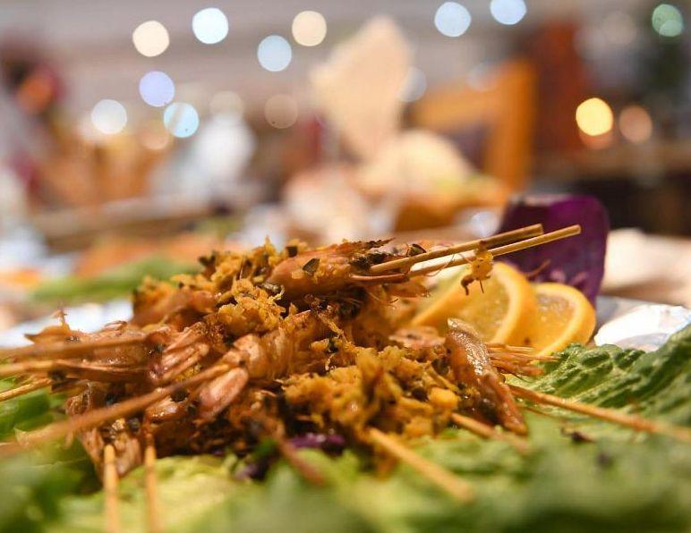 المأكولات البحرية تتصدر موائد السحور بمدن الساحل في منطقة تبوك