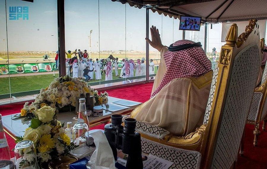 أمير القصيم يرعى الحفل الختامي لموسم سباقات الفروسية بالمنطقة ويتوج الفائزين بالأشواط الـ12
