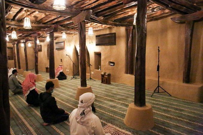 مسجد الأطاولة التاريخي بالباحة يستقبل المصلين لأداء الصلوات الخمس