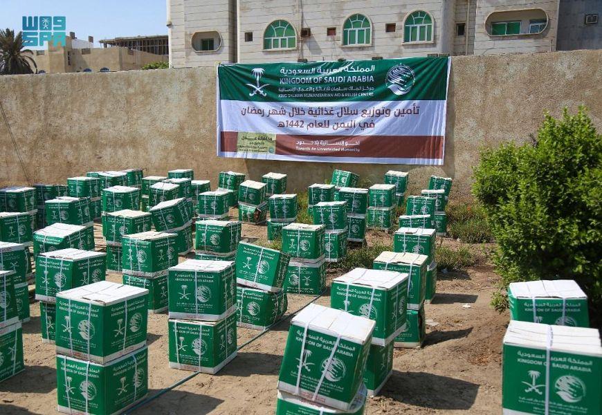 مركز الملك سلمان للإغاثة يوزع سلال غذائية رمضانية لمرضى الفشل الكلوي بعدن