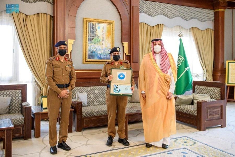 أمير المدينة يلتقي بمدير الدفاع المدني بالمنطقة