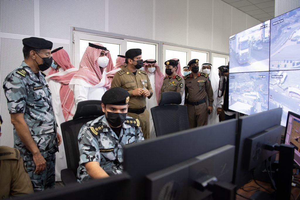 زيارة الأمير بدر بن سلطان لغرفة عمليات الحرم