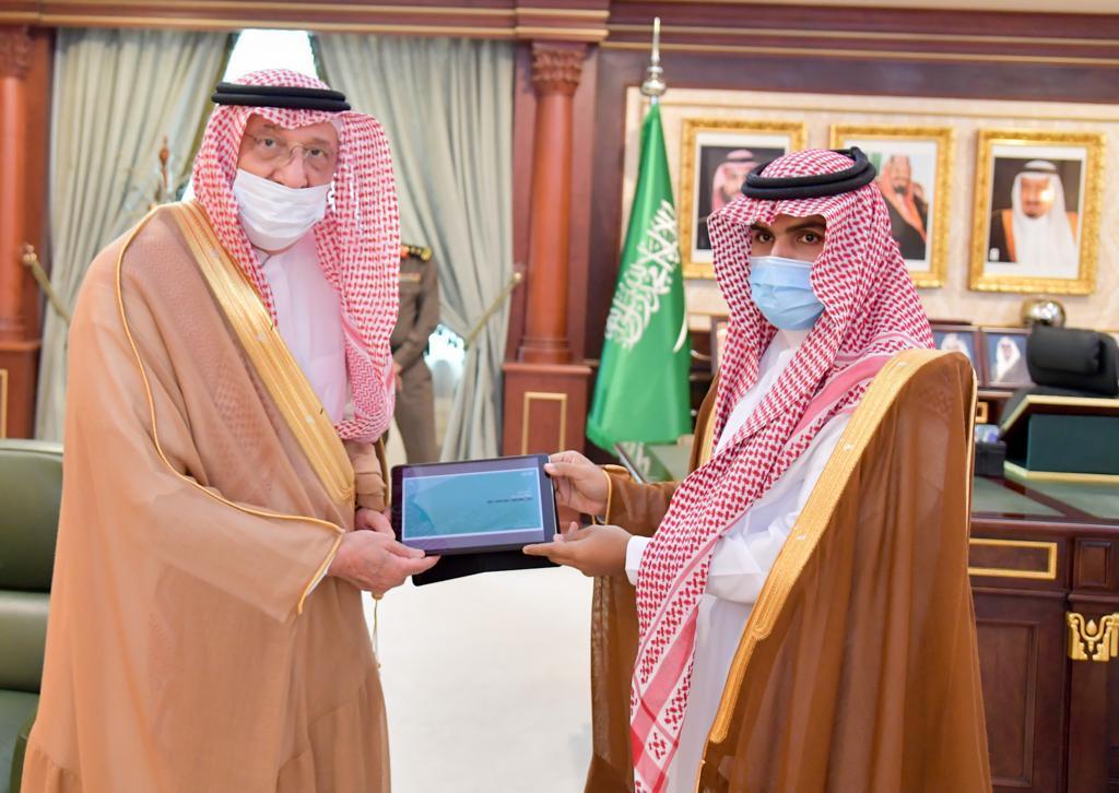 أمير جازان يتسلم تقرير إسكان جازان للربع الأول من العام 2021م