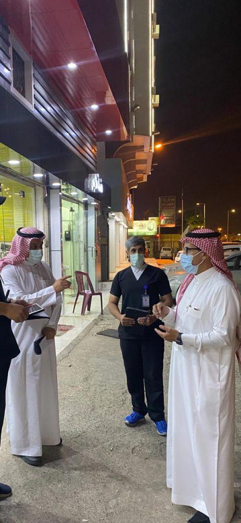 أمانة عسير وبلدياتها تغلق ٩٧ منشأةً وتضبط ٣٩٨ مخالفة خلال ٢٠٥٠ جولةً رقابيةً على المطاعم في يومين
