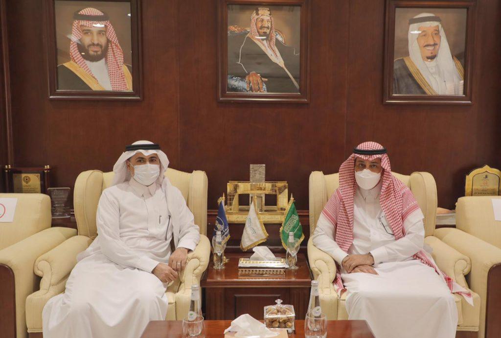 رئيس جامعة حائل يلتقي وفدَ الهيئة السعودية للتخصصات الصحية