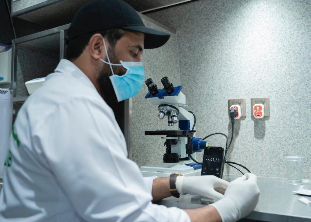 مختبر أمانة الجوف يفحص 220 عينة في أسبوع