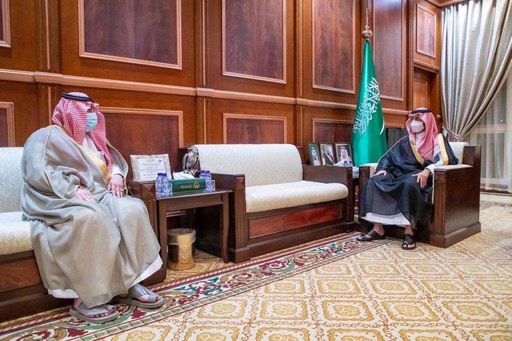 نائب أمير منطقة حائل يستقبل مدير فرع وزارة الرياضة بالمنطقة